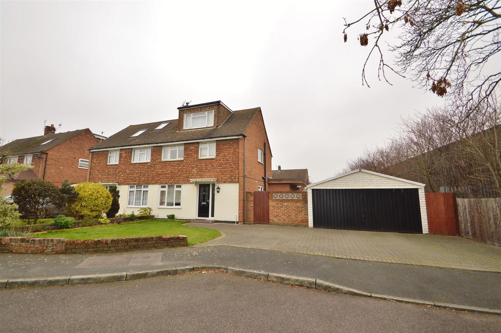 4 Bedrooms Semi Detached House for sale in Rowan Close, Greenacres